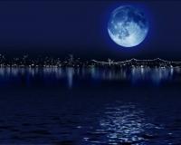 Вращается ли луна вокруг своей оси?