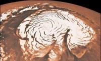 На Марсе выпал снег.