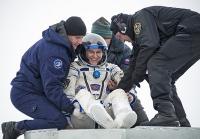 Космонавты вернулись на Землю