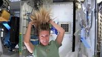 Как астронавты моют волосы на МКС?