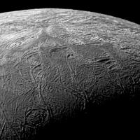 На крупнейшем спутнике Плутона мог существовать подземный океан