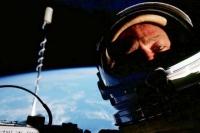 Первое в мире селфи в космосе