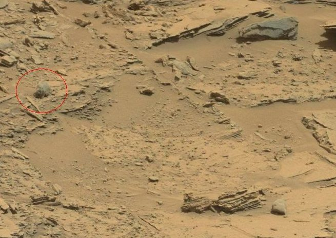 nasa rover spots claw of living alien on mars - 670×398