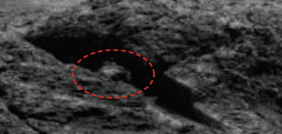 Странный объект замечен на одном из снимков марсохода