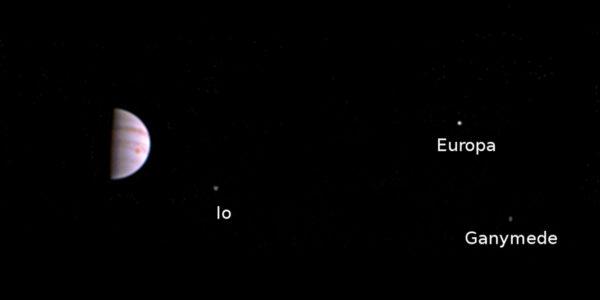 Juno первый снимок Юпитера