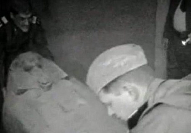 Рассекреченное видео: агенты КГБ обнаружили мумию инопланетянина в Египте