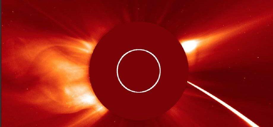 Видео: неизвестный объект сгорел в атмосфере Солнца