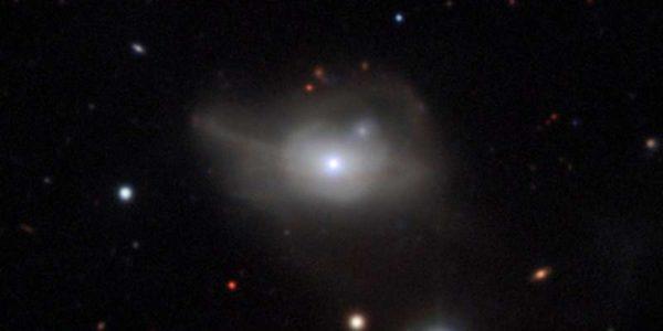 galaktika-markarian-1018