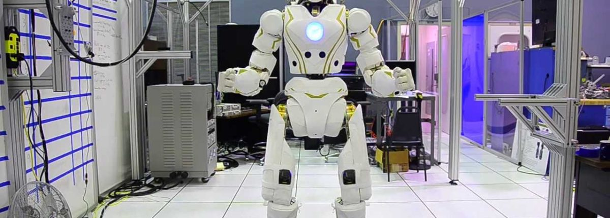 NASA готовит человекоподобных роботов для отправки на Марс