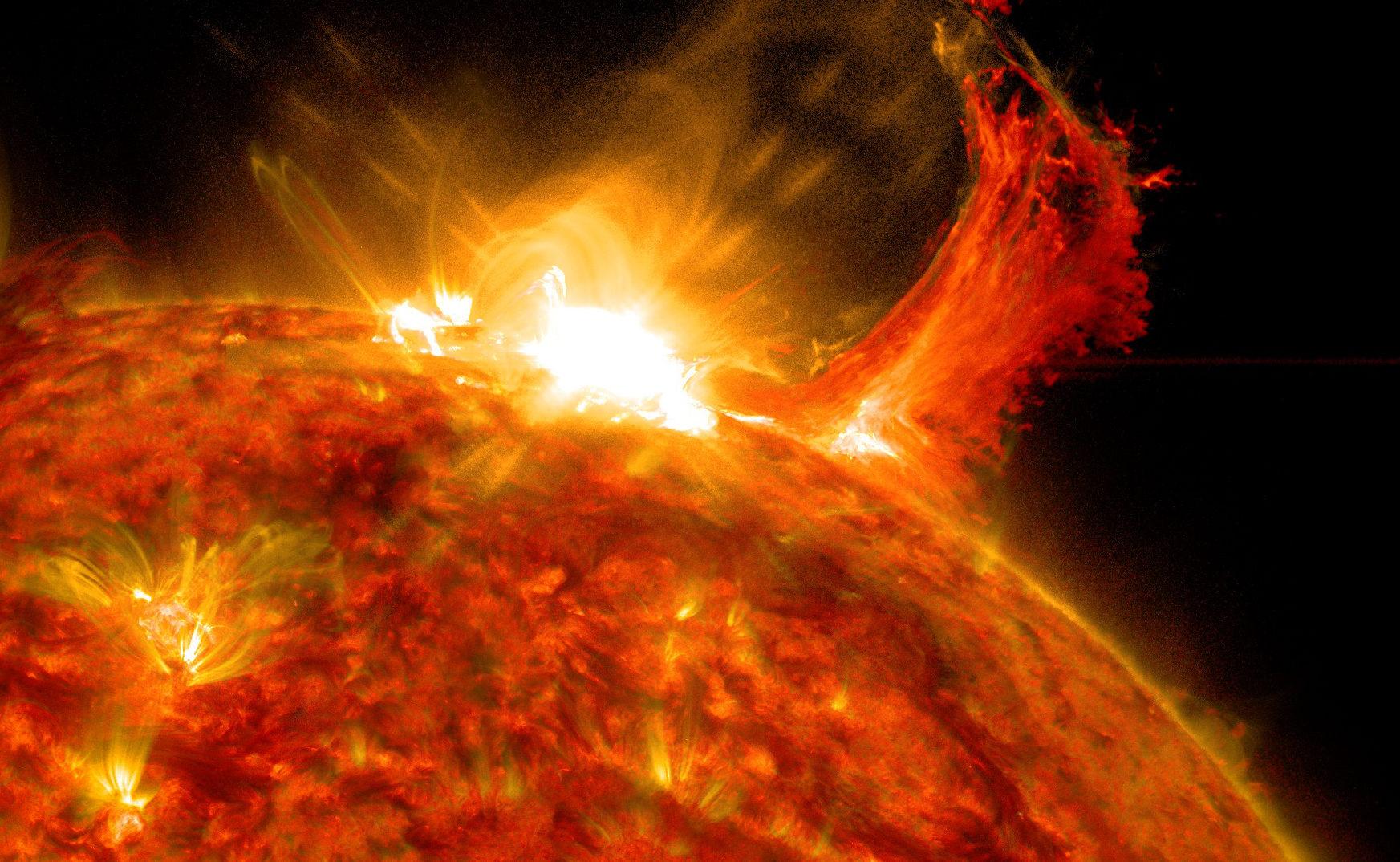 recent solar flare - HD1745×1074