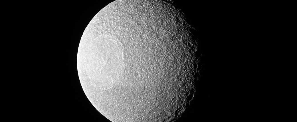 Новый взгляд на Тетис от миссии «Кассини»