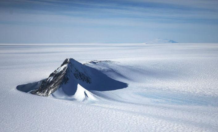 Таинственный вулкан в Антарктиде заинтересовал NASA
