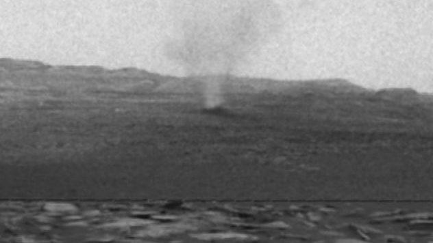 Пыльный смерч на Марсе. Curiosity снял невероятное видео