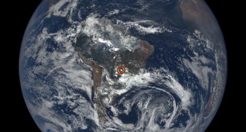 Камера NASA ловит «солнечные вспышки» с Земли