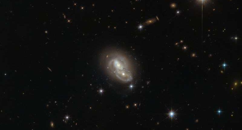 «Хаббл» запечатлел галактический танец в созвездии Зайца