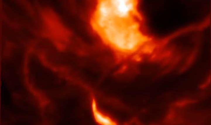 Ученые наблюдают крупнейшую вспышку на Солнце за 12 лет