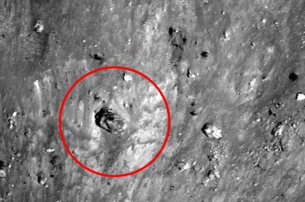 На снимках китайской межпланетной станции «Чанъэ́-3» обнаружили два неопознанных объекта