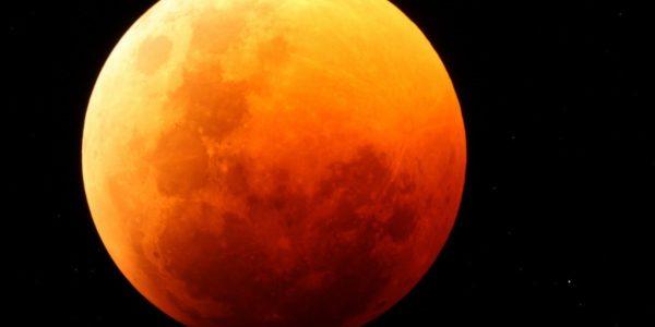 В конце июля земляне увидят кровавую Луну и внушающее противостояние Марса