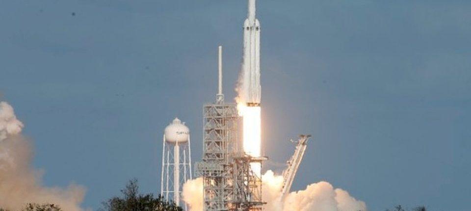 Семитонный спутник Falcon 9 уже в космосе: SpaceX смог осуществить задуманное