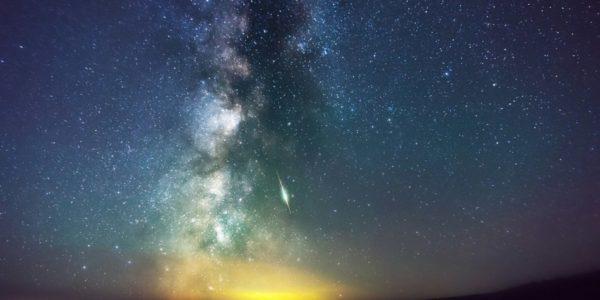 Фон гамма-излучения из центра Млечного пути и черная материя - есть ли связь?