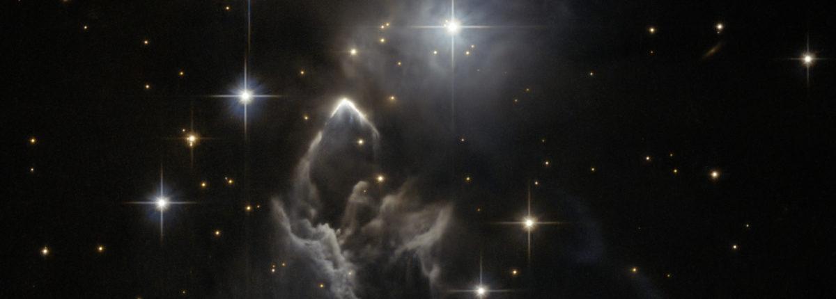 «Хаббл» запечатлел загадочное облако космической пыли