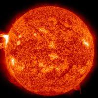 От Солнца оторвался огромный огненный шар, который может превратить Землю в пепел