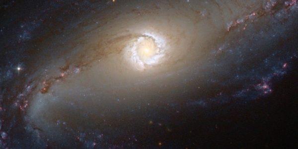 Учёные обнаружили около 500 загадочных взрывов в галактических ядрах