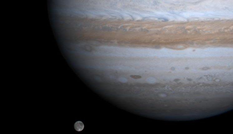 На спутнике Юпитера Ганимеде обнаружены разломы, говорящие о сложных тектонических процессах