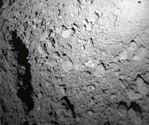 Посадка японского корабля Hayabusa2 на поверхность астероида Рюгу откладывается на неопределенный срок