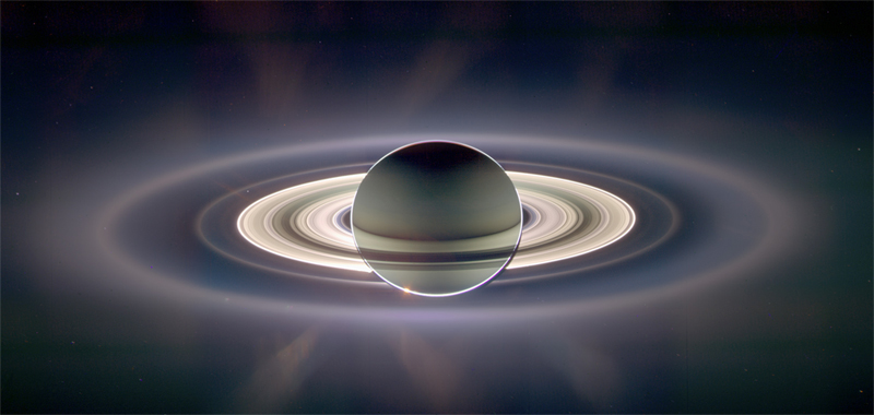 Сатурн пожирает собственные кольца