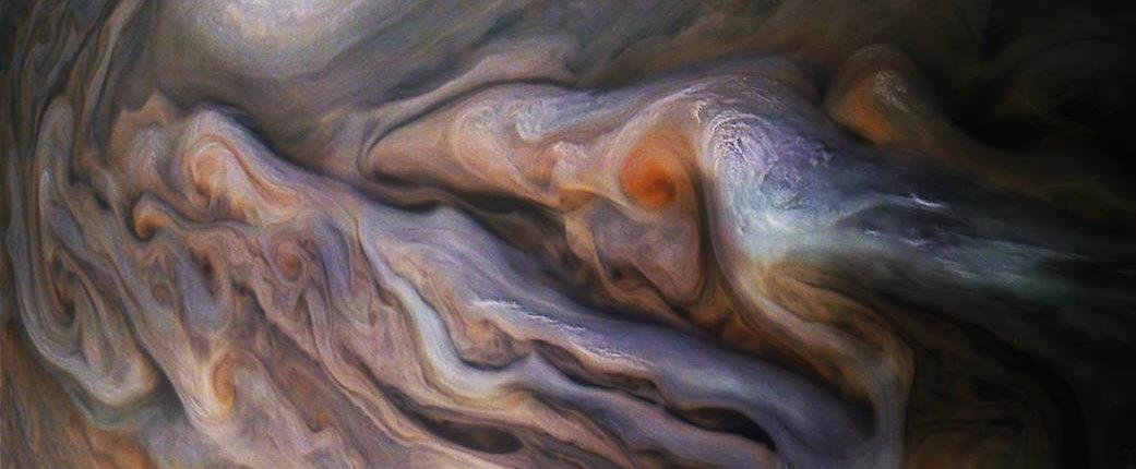 Белый овал на Юпитере — потрясающая фотография зонда Juno