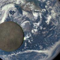 Луна сходит с орбиты и это страшнее Нибиру