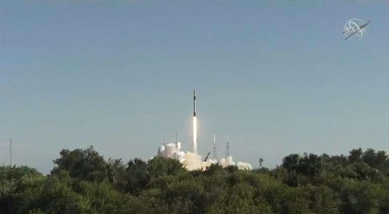 Первая ступень ракеты-носителя Falcon 9 не смогла совершить посадку на сушу