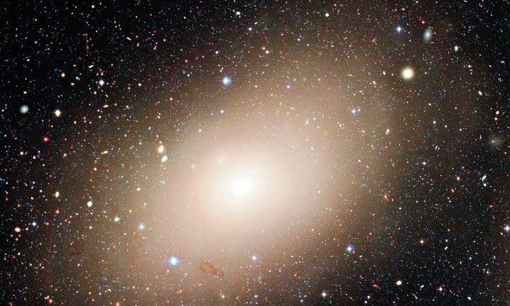 Астрономы обнаружили необычный источник рентгеновского излучения в галактике Мессье 86