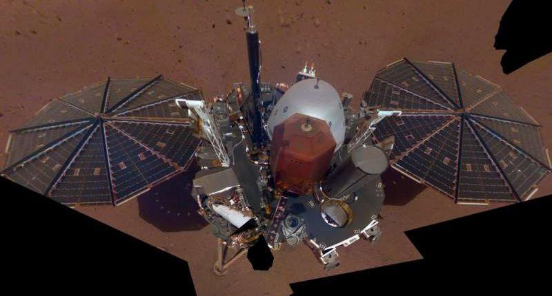 Стационарный аппарат NASA сделал первое селфи на Марсе