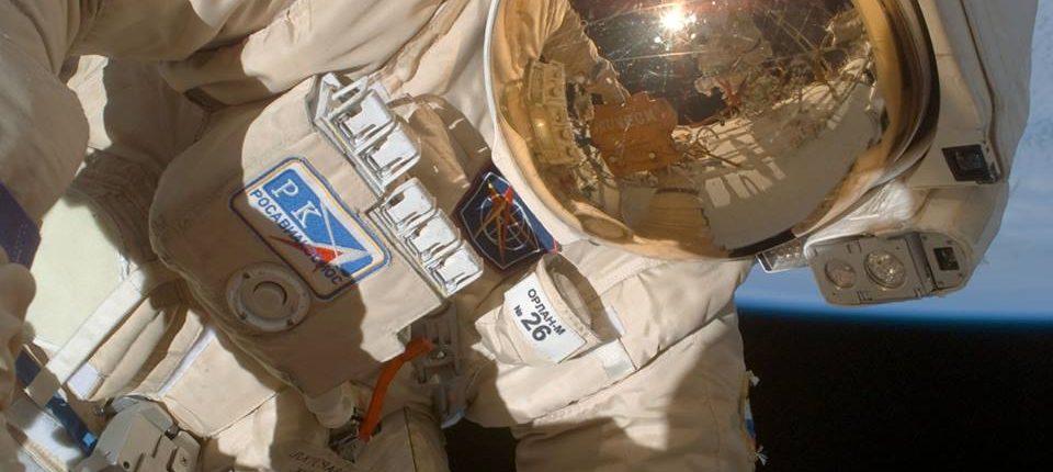 Российские космонавты изучили загадочное отверстие в «Союзе» — материалы будут отправлены на Землю для экспертизы