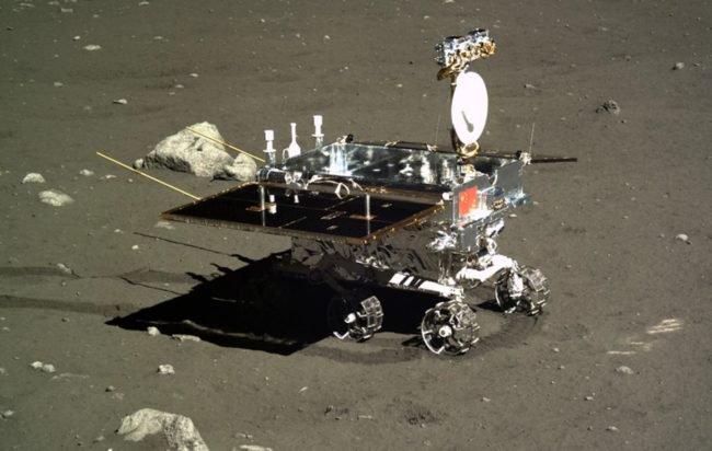 Китай вывел на лунную орбиту новый посадочный модуль и луноход