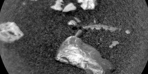 Марсоход нашёл на Красной планете необычный блестящий предмет