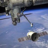 SpaceX Dragon принёс в космос атрибуты для Новогодних праздников