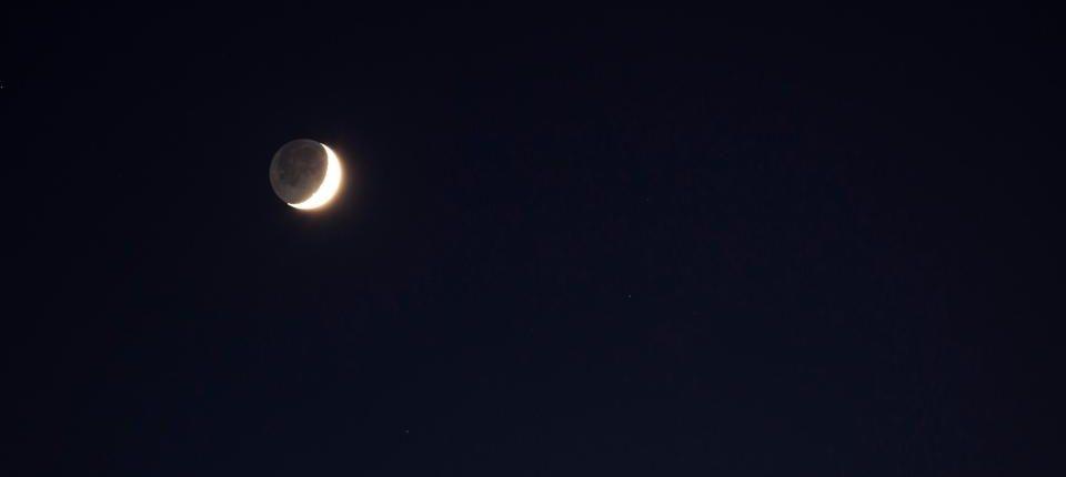 Что за звезда рядом с Луной и почему она такая яркая?