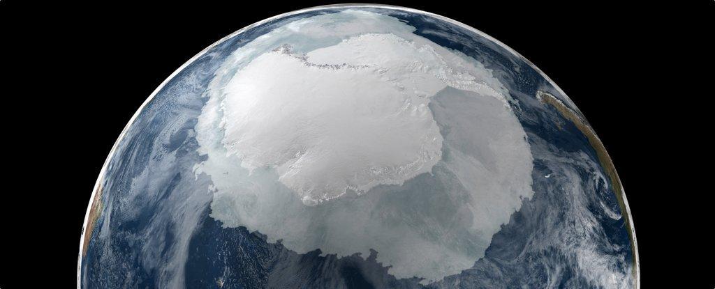 Ученые обнаружили огромную полость, растущую под Антарктидой