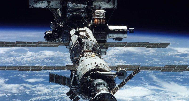 Российский экипаж на МКС увеличат до трех человек