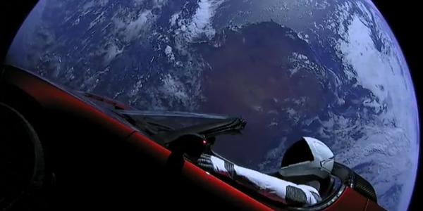 Космическому автомобилю Илона Маска исполнился год