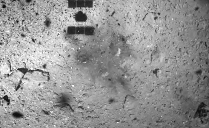 Космический корабль с грузом драгоценной астероидной пыли практически вернулся домой, пролетев 5-миллиардов километров