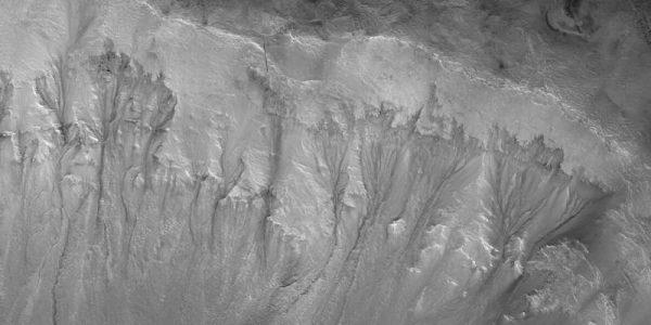 Планетологи выявили самые пригодные для жизни места на Марсе