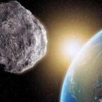 Необычайно большой астероид пролетит между Землей и Луной