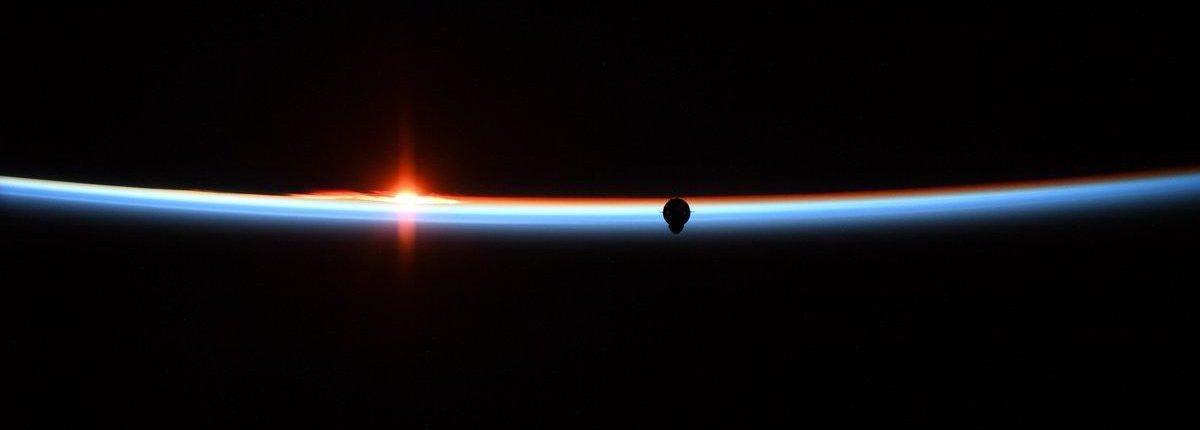 Астронавт НАСА сделала ослепительную фотографию космической капсулы SpaceX Crew Dragon с МКС