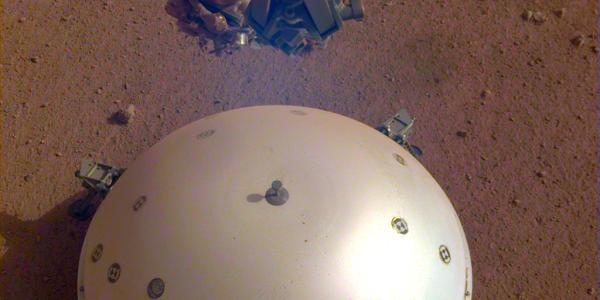 На Марсе впервые зафиксировано «землетрясение».