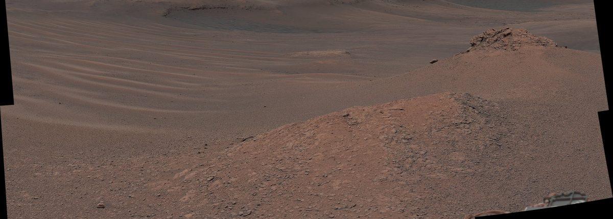 Марсоход NASA взял первые пробы марсианской глины на горе Шарп