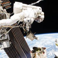 Астронавты вновь вышли в открытый космос для замены батарей
